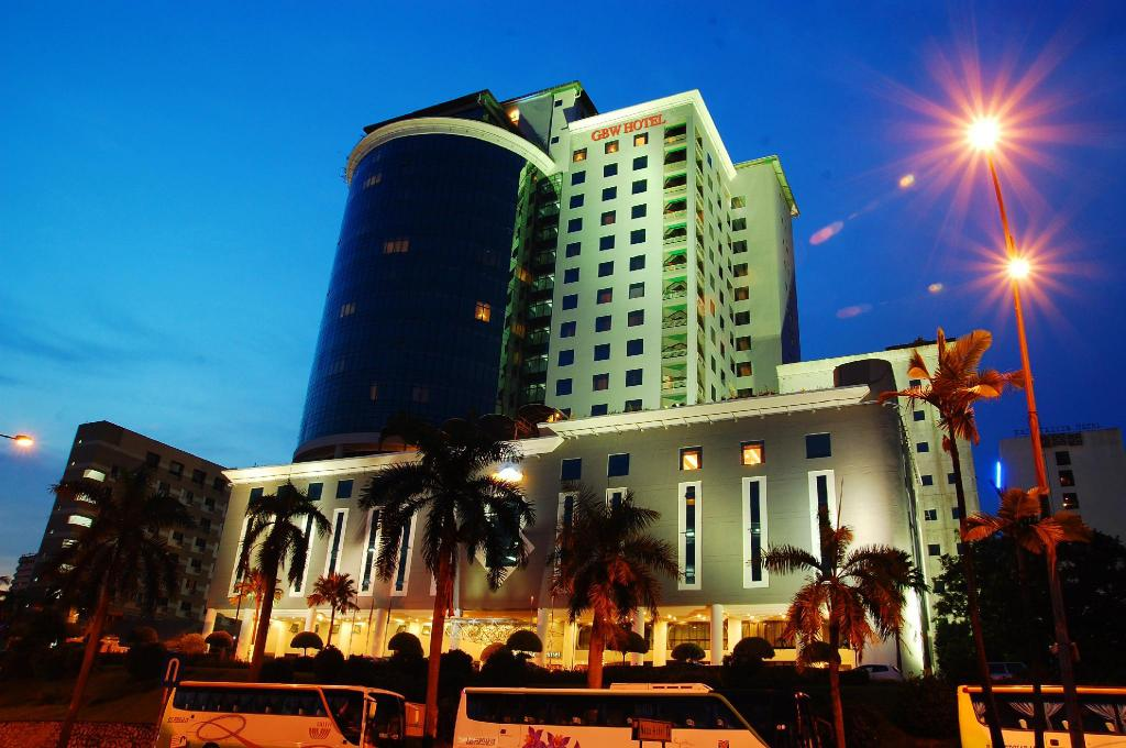 grand bluewave hotel jb review