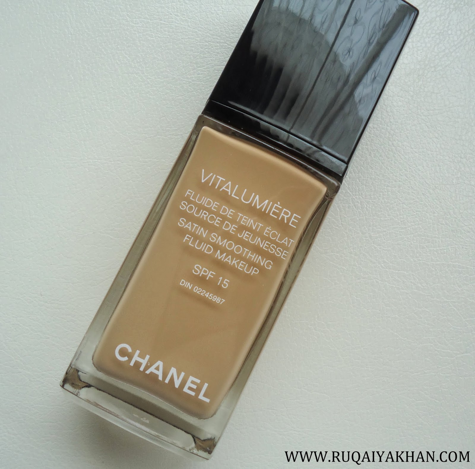 chanel vitalumiere satin smoothing fluid makeup review